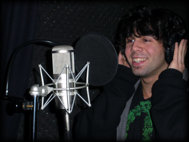 Steve Schillaci testing out our new Beez Neez mic
